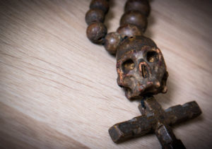 memento mori: Rosenkranz aus dem Antikmarkt
